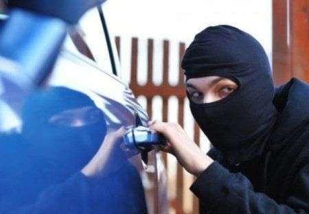 Злодій вкрав авто з подвір'я на Кіровоградщині та сховав його в Умані