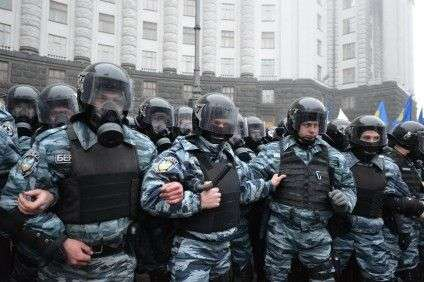 Riot_police_by_the_building_of_the_Cabinet_of_Ministers