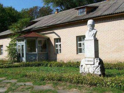 Пам'ятник Т.Г. Шевченку на території Мліївського інституту помології НААН України.