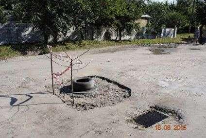 Черкащани нарешті дочекалися ремонту каналізаційних колодязів (ФОТО) (фото) - фото 2
