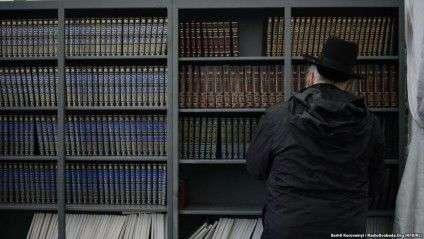 рослі в цей час займаються духовними практиками, моляться чи читають релігійну літературу