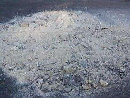 У Черкасах яму на дорозі залатали цвяхами (ФОТО), фото-1