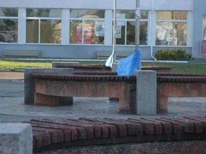 У Черкасах молодь встановлює одноразові смітники на зупинках і в парках (ФОТО) (фото) - фото 2