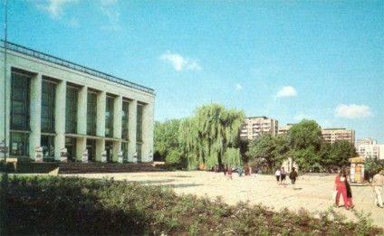 ploscha_teatr