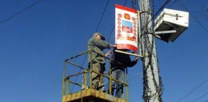 прапори-на-стовпах-900x444