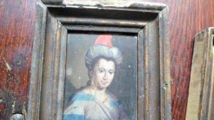 Це фото з портретом Розанди було виставлене на Інтернет-аукціоні. Львівські музейники, побачивши куток ще однієї рами, вирішили, що у продавця є й портрет Тиміша Хмельницького - і вгадали...