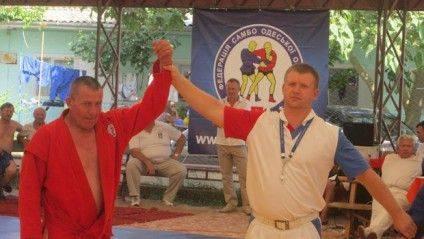 Аркадій Конверцев ліворуч