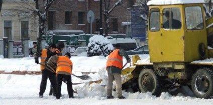 комунальники-сніг-900x444