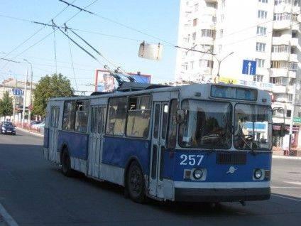 1024px-Hmelnytskyj_trolejbus_-_7a_na_vulytsi_Kamyanetskij-e1449587916997