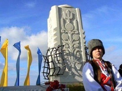 """У пам'ятник в Легедзиному вмонтовано борону - """"зброю"""", якою повсталі селяни зупиняли ворожу кавалерію"""