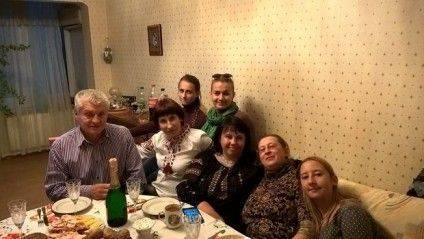 Олена Степова з родиною та друзями