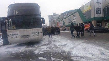 Схожий автобус сьогодні стояв у Черкасах біля Гранд-маркету. Фото: Анатолій Яріш/Facebook