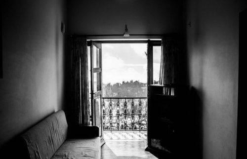 В Умані пенсіонерка випала із 4 поверху