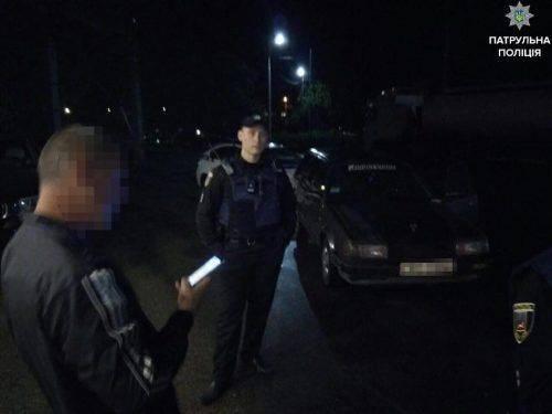 """Результат пошуку зображень за запитом """"поліція зупинила авто уночі"""""""