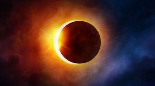 """Затемнення та магнітні бурі: як черкасцям пережити період """"кривавого"""" Місяця"""