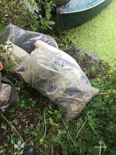 Черкаські правоохоронці затримали чоловіків за незаконний вилов риби