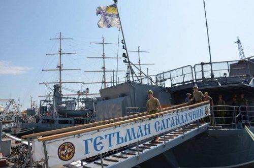 Юні моряки з Черкас побували на флагмані ВМС України та кораблі НАТО (фото)