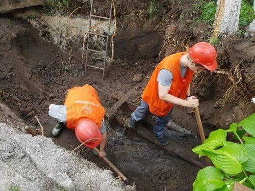 Черкаські водоканалівці ліквідували пошкодження на тепловій мережі