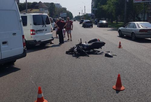 У Черкасах трапилась аварія за участю мотоцикліста (фото)