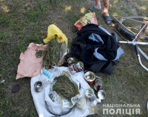 На Черкащині поліцейські затримали чоловіка за незаконне збереження канабісу (фото)