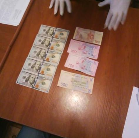 На Черкащині затримали чоловіків, які намагалися дати хабар начальнику поліції