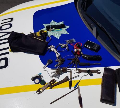 Черкаські правоохоронці затримали чоловіка, який перебував у розшуку (фото)