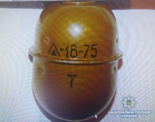 На Черкащині іноземець намагався продати гранату (фото)