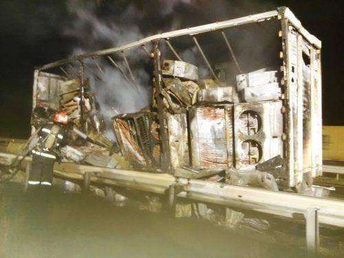На Черкащині горіла вантажівка із кондиціонерами (фото)