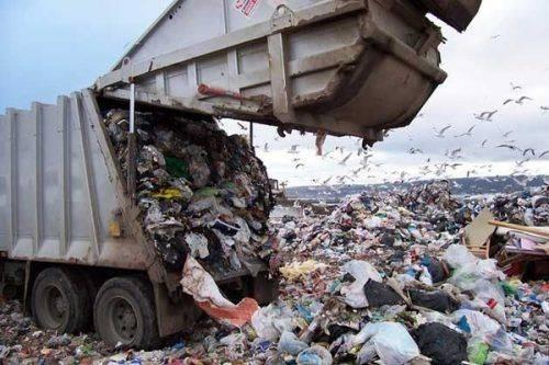 Без сміттєвозів та баків: Черкасам загрожує сміттєвий колапс