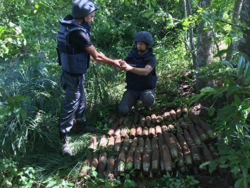 Черкаські сапери знайшли майже 150 артилерійських снарядів (фото)