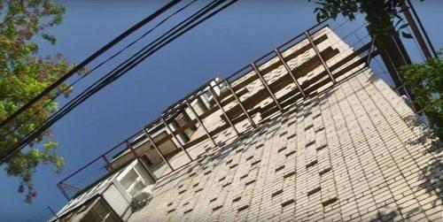 В Умані хасид незаконно встановив триметровий балкон (фото)