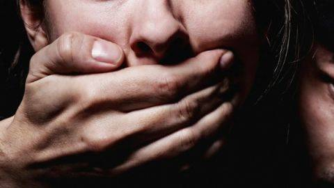 У Черкасах затримали чоловіка, який напав на неповнолітню дівчину