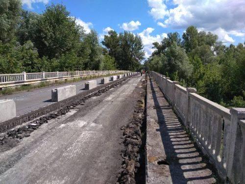 На Канівщині ремонтують міст через річку Рось (фото)