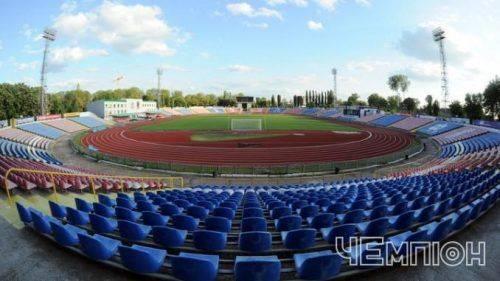 На черкаському стадіоні облаштовують спортивне поле (фотофакт)