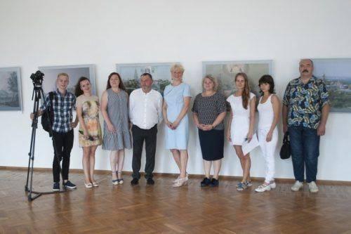 Архітектурні мережива та фантастичні візерунки: у Черкаському художньому музеї відкрили унікальну виставку