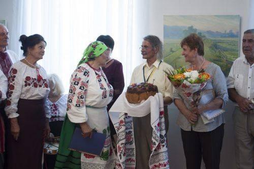 Народне малярство і класичний живопис: у Черкасах творче подружжя презентувало унікальну виставку (фото)