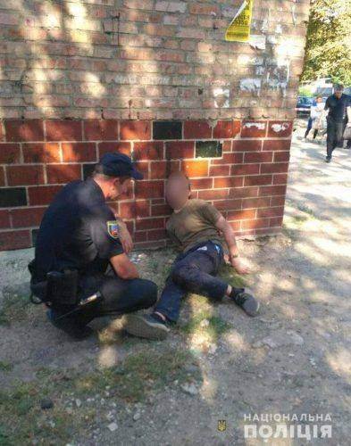 Поліція затримала військовослужбовця, який погрожував гранатою черкащанину (фото)