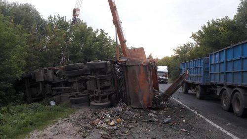 На Черкащині перекинувся сміттєвоз, є постраждалі (фото)