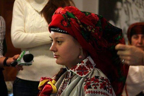 Черкащан навчатимуть вив'язувати жіночі хустки