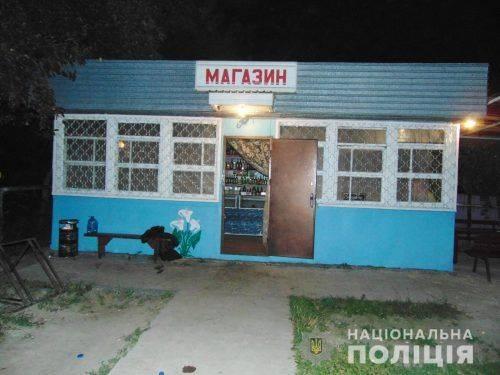 На Черкащині чоловік намагався підпалити продуктовий магазин (фото, відео)