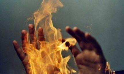 На Катеринопільщині багатодітна жінка намагалася згоріти живцем