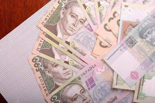Черкаський посадовець сплатить майже чотири тис. грн штрафу за незаконне преміювання зятя