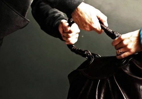 Черкащанин намагався пограбувати жінку у лотерейному закладі