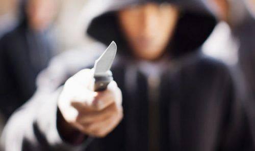 У Черкасах затримали чоловіка, який ножем погрожував поліцейському