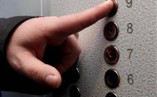 У Черкасах чоловік намагався викрасти деталі з ліфта