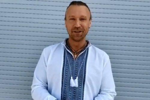 """""""Одягни вишиванку, країно моя!"""": відомий співак з Черкащини запустив флешмоб"""