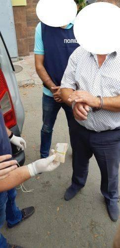 На Черкащині посадовець погорів на хабарі 10 тис. грн (фото)