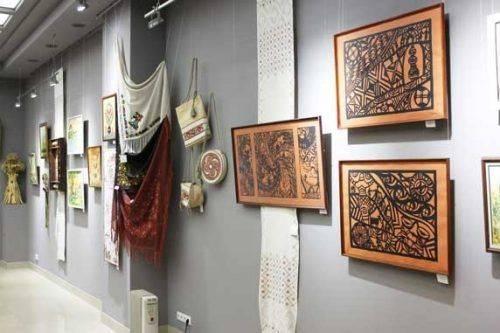 Черкащан запрошують на виставку унікальних експонатів з кераміки та витинання