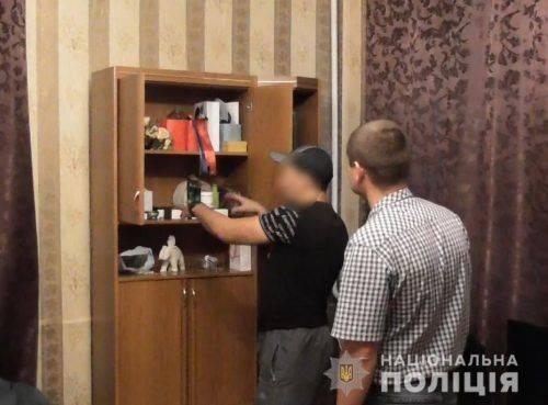 Серійника, який обкрадав квартири, затримали у Черкасах (відео)