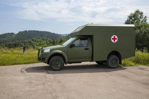 """Зимова заметіль та круті схили: санітарне авто """"Богдан"""" випробовують у горах"""